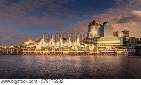 Vancouver, British Columbia/canada - July 11, 2019: Sunset Over Canada Place, The Cruise Ship Termin
