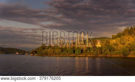 Vancouver, British Columbia/canada - July 11, 2019: Sunset Over The Burnaby Refinery Nestled In A Pr