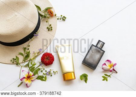 Sunscreen Spf50  Cosmetics Health Care For Skin Face With Hat ,perfume And  Flower Frangipani ,zinni