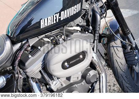 Bordeaux , Aquitaine / France - 07 28 2020 : Harley Davidson Roadster Logo On Black Tank Of American