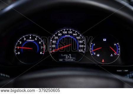 Novosibirsk/ Russia - July 26 2020: Hyundai Santa Fe, Round Speedometer, Odometer With A Range Of 20