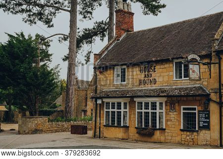 Broadway, Uk - July 07, 2020: Exterior Of Horse And Hound Pub In Broadway, A Large Village And Civil