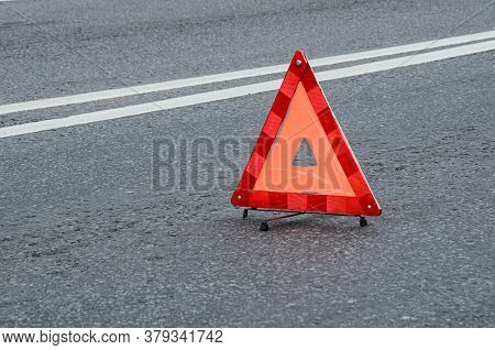 Red Warning Triangle On The Carriageway With A Double Dividing Strip. Traffic Rules, Traffic Acciden