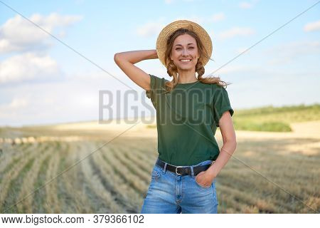 Woman Farmer Straw Hat Standing Farmland Smiling Female Agronomist Specialist Farming Agribusiness H
