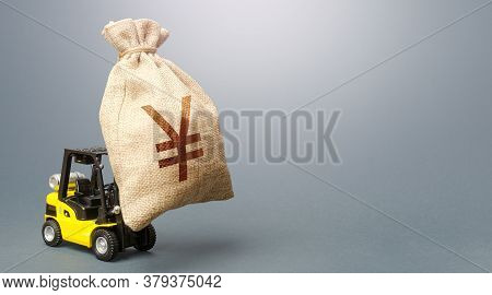 A Forklift Carrying A Huge Yen Yuan Money Bag. Anti-crisis Budget. Borrowing On Capital Market. Stro