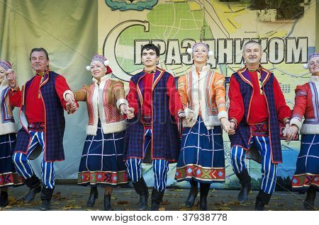 Russian Folk Ansamble Of Dance Rainbow