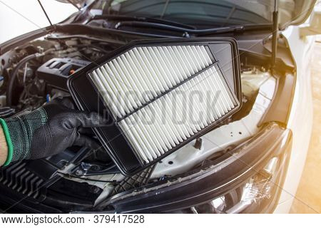 New Car Air Filter In The Hands Of Technicians To Replace The Old Air Filter