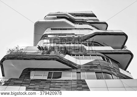 New And Modern Hadid Residential Complex In Citylife District Of Milan Designed By Zaha Hadid Archit