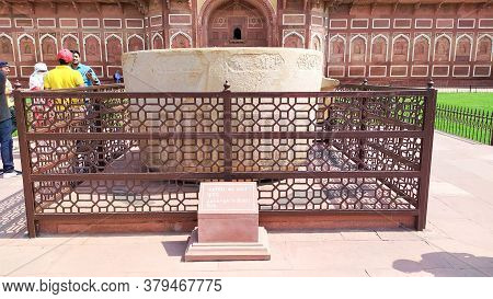 Jahangir Bath Tab In Orchha Agra Fort Jahangir Mahal A Pink Sandstone Fortification Palace Of Moghul