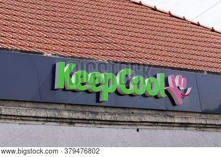 Bordeaux , Aquitaine / France - 07 30 2020 : Keep Cool Logo Pink And Green Text Sign Of Fitness Club