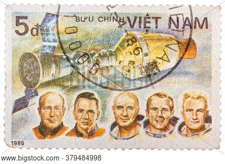 Vietnam - Circa 1986. A Stamp Printed In Vietnam Shows Apollon Soyuz Test Project Crew Slayton, Staf