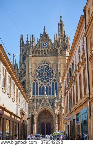 Metz, France - July, 29, 2020: Cathedral Saint-etienne Is A Roman Catholic Cathedral In Metz, Capita