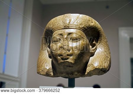 Brooklyn, New York/usa - October 6, 2018: Head Of Queen Reign Of Thutmose Iii Brooklyn Museum.
