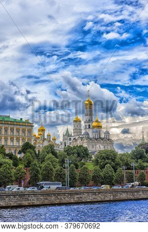 Russia, Moscow 22.06.2017  Churches And Cathedrals In Moscow Kremlin. Kremlin Embankment In Moscow,