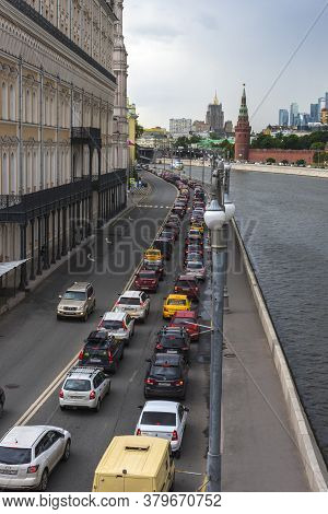 Russia, Moscow, 22,06,2017 Traffic Jam At Rush Hour On The Embankment Of The Moscow River