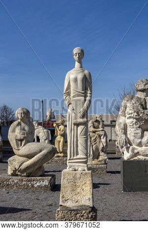Russia, Moscow 05.04,2019 Sculpture Park Museon, Many White Sculptures Under The Open Sky