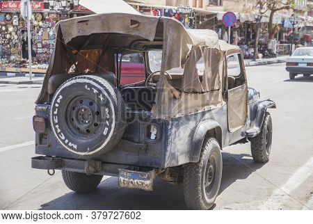 Old Town, Egypt, March 2020: Old Police Suv With A Leaky Roof In The Old Town