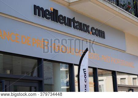 Bordeaux , Aquitaine / France - 08 04 2020 : Meilleurtaux.com Sign And Text Logo Of French Meilleur
