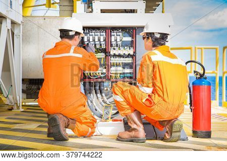 Electrical And Instrument Working On Direct Current Power Distribution System On Offshore Oil And Ga