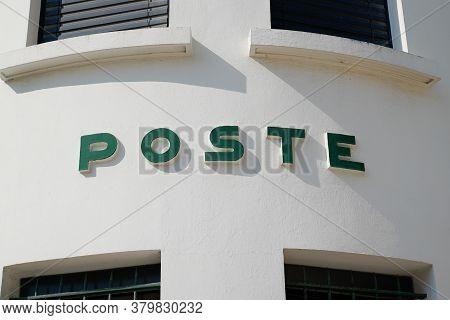 Bordeaux , Aquitaine / France - 08 04 2020 : La Poste Logo Text Sign Of Ancient Vintage Post Office