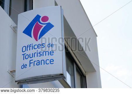 Bordeaux , Aquitaine / France - 08 04 2020 : Office De Tourisme Logo And Text Sign On Tourism Buildi