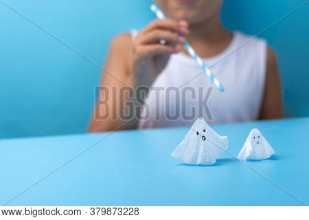 Easy Ghost Craft For Kids For Haloween Holiday At Home, Diy, Step By Step Instruction, Step 5, Blow