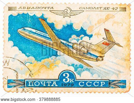 Ussr - Circa 1979: A Stamp Printed In Ussr Shows The Aeroflot Emblem And Aircraft With The Inscripti