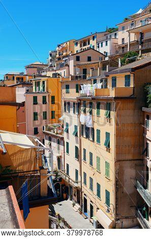 Riomaggiore rooftop view in Cinque Terre, Italy.