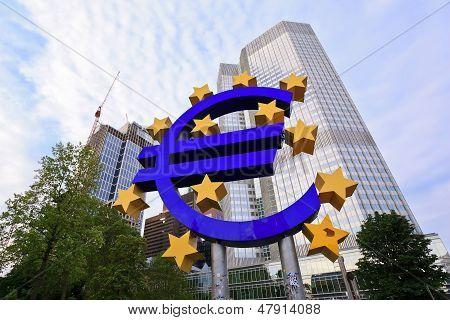 Euro sign outside the European Central Bank (ECB)
