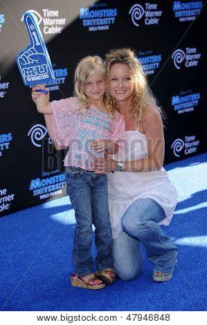 LOS ANGELES - JUN 17:  Teri Polo & Bayley arrives to the '