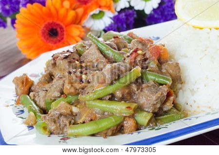 Beef stew with green beans, tomato and rice
