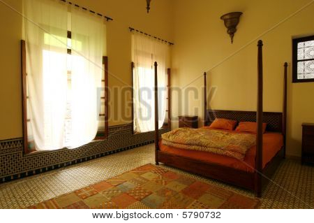 Beautiful Authentic Arabic Bedroom (morocco)