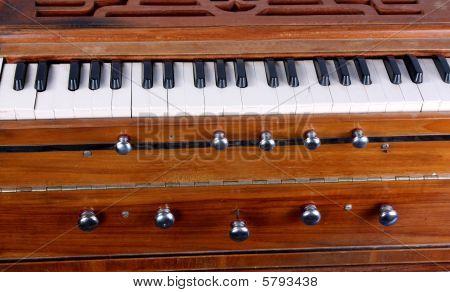 Harmonium Background