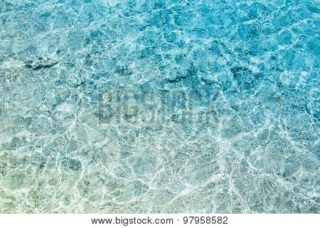 Crystal clear turqoise water of the tropical sea
