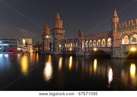 Oberbaum bridge /Oberbaumbruecke), berlin kreuzberg at night