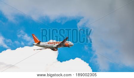 Airbus A320 Of Easyjet Registered Hb-jxc Flying Above Nantes Atlantique Airport