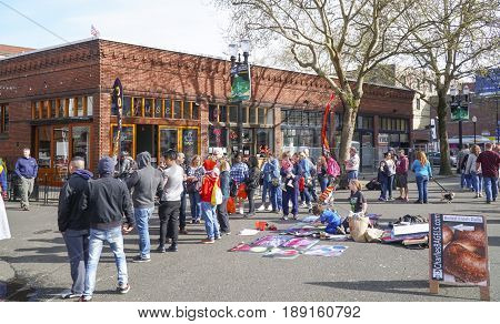 A busy and popular place for young people - Portland Old Town - PORTLAND - OREGON