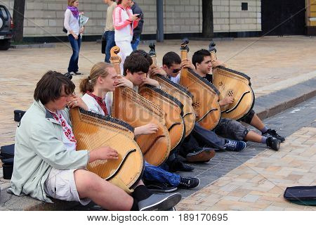 KIEV, UKRAINE - MAY 2, 2011: Unidentified street musicians play on Ukrainian folk instruments on the city street.