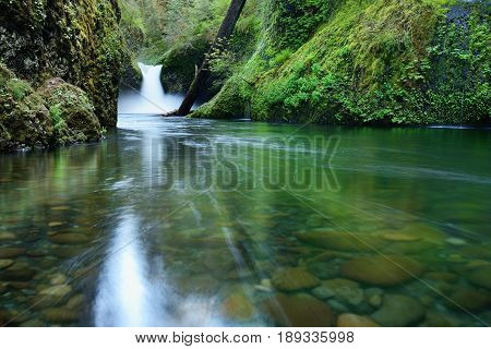Punch Bowl Falls, Oregon