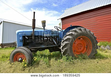 Osakis, MINNESOTA, May 25, 201:A Fordson Major Diesel was a product of Fordson  brand name of tractors and trucks. It was used on a range of mass-produced general-purpose tractors manufactured by Henry Ford & Son.