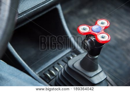 Close-up Spinner-fidget toy for shorter time being in the car in standing in the car tube on the gear box of the gearbox popular fidget spinner toy.