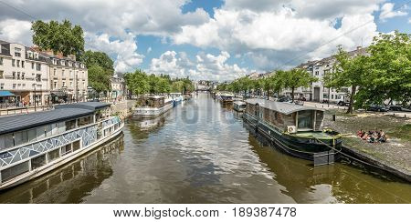 The edges of Erdre river from the Saint-Mihiel bridge (Nantes, France)