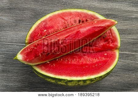 Cut slices of watermelon with knife, magnificent watermelon pictures,eating watermelon in summer and slicing with knife,