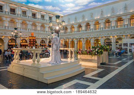 LAS VEGAS, NV - NOVEMBER 21, 2016: An unidentified people watching a living statue in the Venetian Hotel in Las Vegas.
