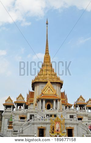 Tourists Visit The Wat Traimit In Bangkok