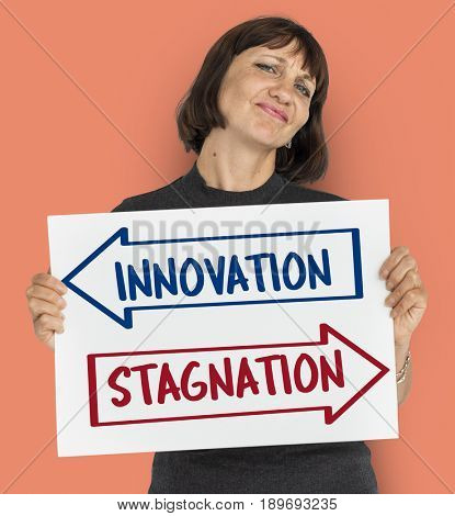 Innovation and stagnation opposite arrows banner