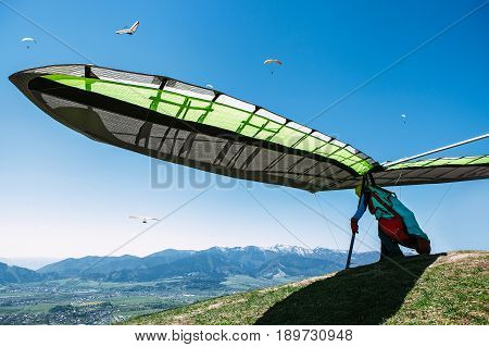 Hang-glider prepares to jump off the cliff