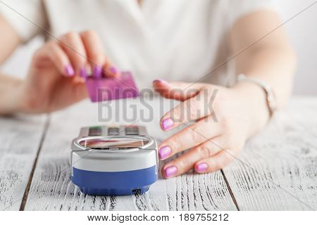 Woman pay with credit card in pos machine