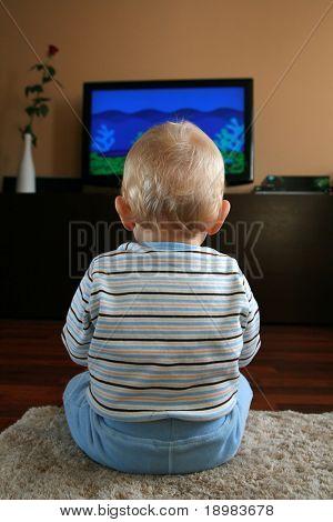 11 Monate alten Baby Boy vor dem Fernseher