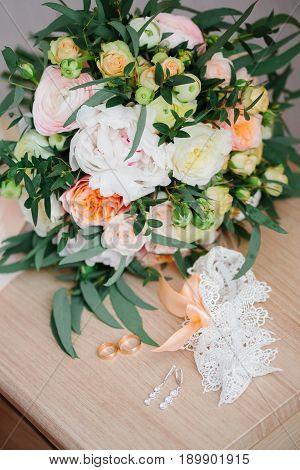 Details Of The Bride. Bouquet Garter Ring